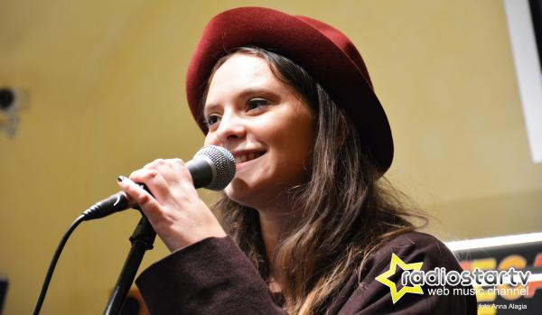FRANCESCA MICHIELIN dal 25 marzo in radio NO DEGREE OF SEPARATION